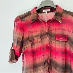 Roommates • Plaid Button Down with Golden Collar